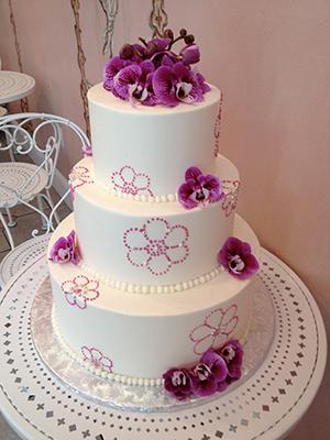Nestled In Walnut Creek California Owner Karen Del Bonta Specializes In Custom Designer Wedding Cakes Le Gateau Elegant Has Mastered The Art Of Working